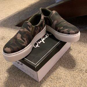 NIB Camo sneakers